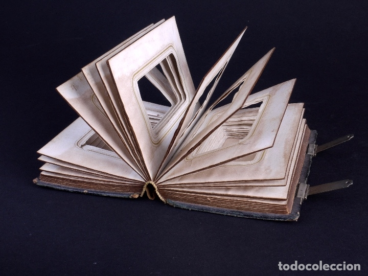 Antigüedades: ALBUM EN CUERO REPUJADO CON CIERRE DE DOS HERRAJES - Foto 6 - 176586780
