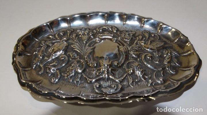 Antigüedades: BANDEJA DE PLATA CON CONTRASTE REPUJADA - Foto 2 - 176587574