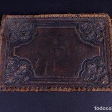 Antigüedades: CARPETA RIGIDA DE CUERO REPUJADO. Lote 176592032