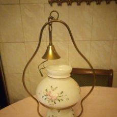 Antigüedades: ANTIGUA LAMPARA DE TECHO DE OPALINA BLANCA DECORADA CON ROSAS,ARMAZÓN DE LATÓN.. Lote 176599883