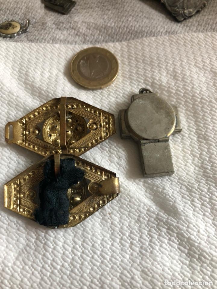Antigüedades: Lote de 64 medallas religiosas antiguas por clasificar - Foto 14 - 176631789
