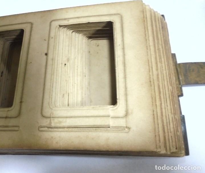 Antigüedades: ANTIGUO PORTAFOTO / ALBUM. CUERO CON EMBELLECEDORES Y CIERRE METALICO. PARA 52 FOTOS. LEER. VER - Foto 3 - 176644280
