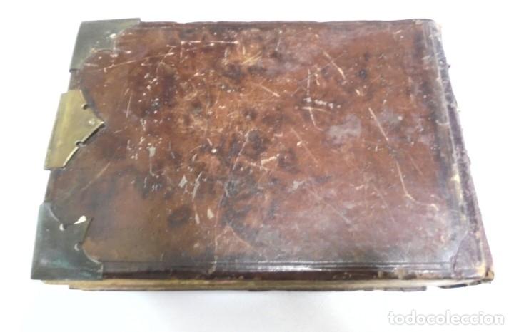 Antigüedades: ANTIGUO PORTAFOTO / ALBUM. CUERO CON EMBELLECEDORES Y CIERRE METALICO. PARA 52 FOTOS. LEER. VER - Foto 6 - 176644280
