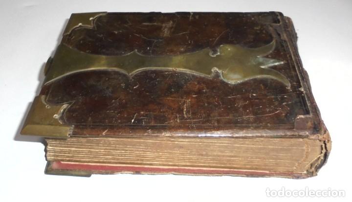 Antigüedades: ANTIGUO PORTAFOTO / ALBUM. CUERO CON EMBELLECEDORES Y CIERRE METALICO. PARA 52 FOTOS. LEER. VER - Foto 9 - 176644280