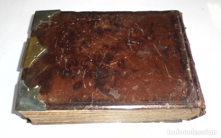 Antigüedades: ANTIGUO PORTAFOTO / ALBUM. CUERO CON EMBELLECEDORES Y CIERRE METALICO. PARA 52 FOTOS. LEER. VER - Foto 11 - 176644280