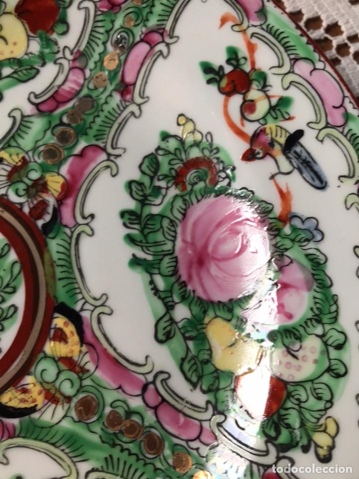 Antigüedades: Plato porcelana China de Macao, 20 cm diametro, pintado a mano, años 70. - Foto 5 - 176647437