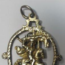 Antigüedades: ANTIGUO COLGANTE DE PLATA DE SANTIAGO MATAMOROS. Lote 176683988
