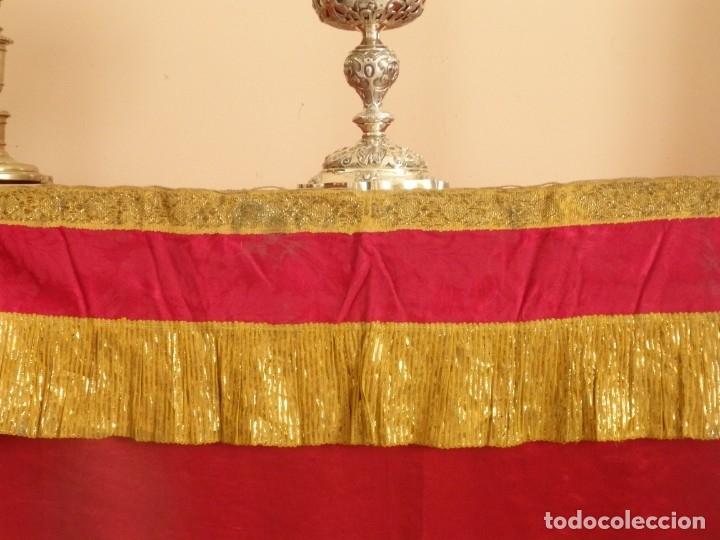 Antigüedades: Frente de altar confeccionado en lamé italiano. 160 x 25 cm. Siglo XX. - Foto 3 - 176698570