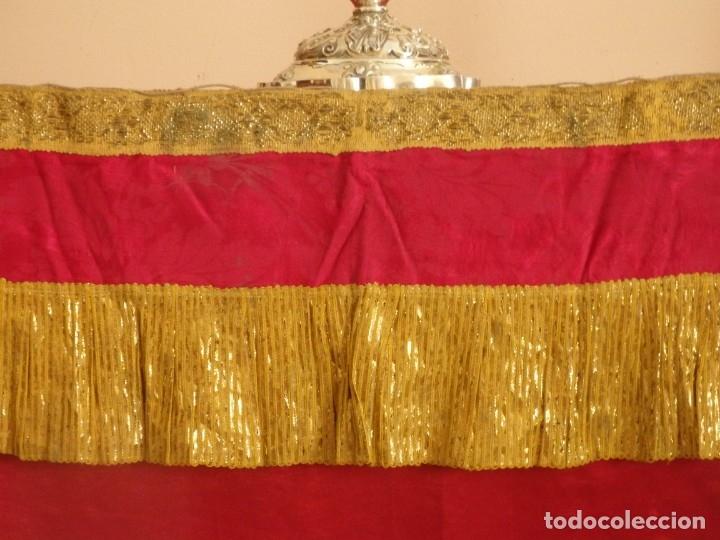 Antigüedades: Frente de altar confeccionado en lamé italiano. 160 x 25 cm. Siglo XX. - Foto 4 - 176698570