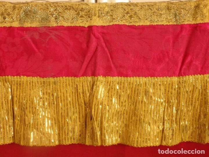 Antigüedades: Frente de altar confeccionado en lamé italiano. 160 x 25 cm. Siglo XX. - Foto 5 - 176698570