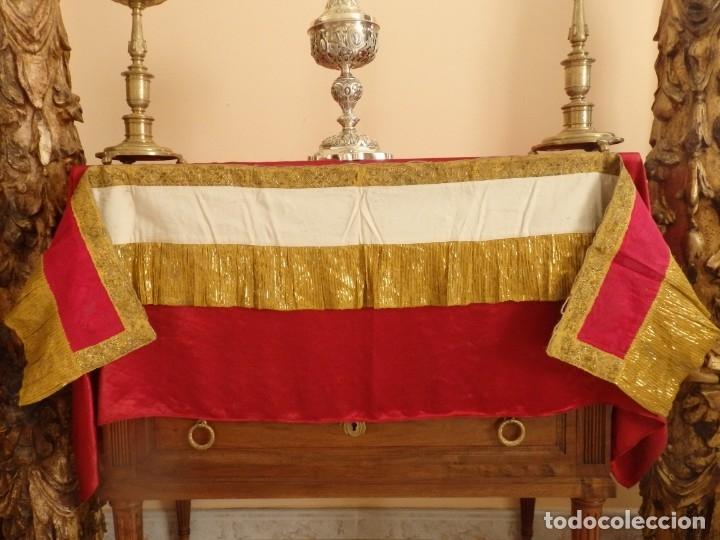 Antigüedades: Frente de altar confeccionado en lamé italiano. 160 x 25 cm. Siglo XX. - Foto 9 - 176698570