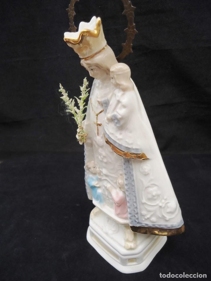 Antigüedades: Figura de ceramica Virgen con niño y corona de latón y buen tamaño - Foto 6 - 162823294