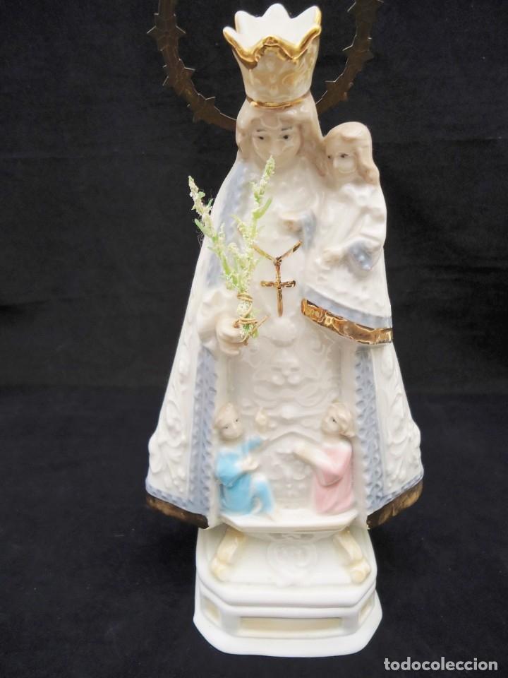 Antigüedades: Figura de ceramica Virgen con niño y corona de latón y buen tamaño - Foto 2 - 162823294