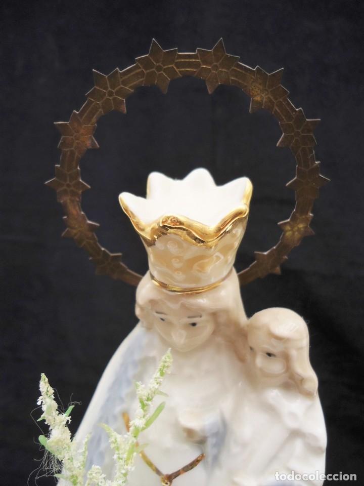 Antigüedades: Figura de ceramica Virgen con niño y corona de latón y buen tamaño - Foto 8 - 162823294