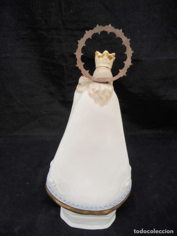 Antigüedades: Figura de ceramica Virgen con niño y corona de latón y buen tamaño - Foto 11 - 162823294