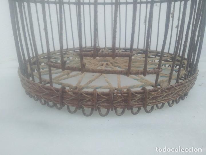 Antigüedades: Antigua jaula para perdices o palomas de alambre para caza reclamo - Foto 2 - 176706807