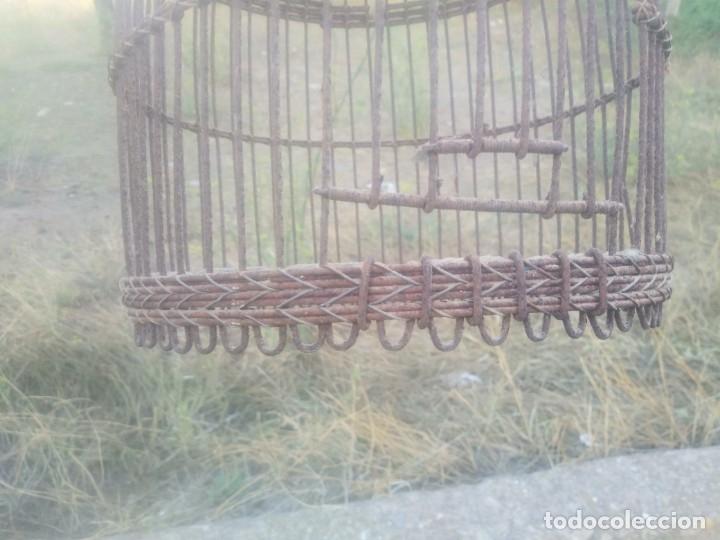 Antigüedades: Antigua jaula para perdices o palomas de alambre para caza reclamo - Foto 6 - 176706807