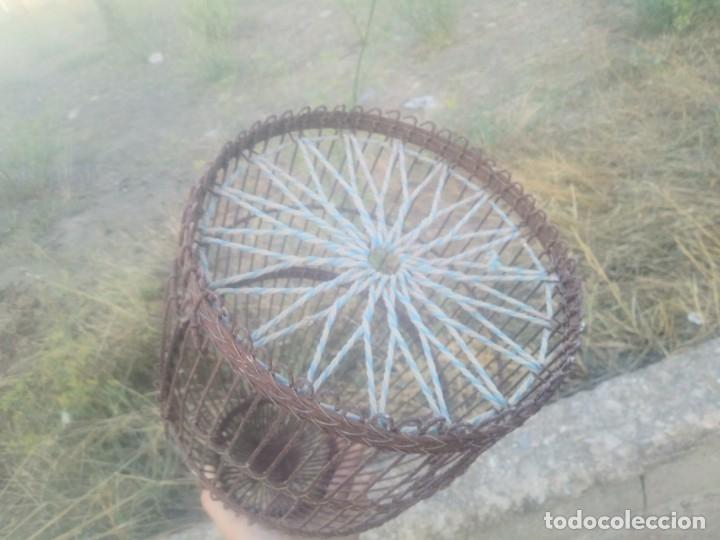 Antigüedades: Antigua jaula para perdices o palomas de alambre para caza reclamo - Foto 7 - 176706807