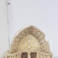 Antigüedades: PORTADA DE LA CATEDRAL DE BURGO DE OSMA CON DEFECTOS EN PIEDRA DE ALABASTRO 16 X 18 X 6 CM. Lote 176748354