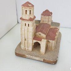 Antigüedades: COLEGIATA DE TORO EN ALABASTRO CON ALGÚN DEFECTO MEDIDAS 23 X 14 X 17 CENTÍMETROS. Lote 176748500
