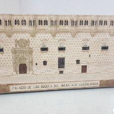 Antigüedades: PALACIO DE LOS DUQUES DEL INFANTADO GUADALAJARA EN PIEDRA DE ALABASTRO DE 23 X 4,5 X 11 CM. Lote 176751815