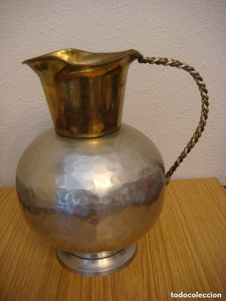 JARRA METALICA EN COLOR DORADO LATON Y PLATEADO (#) (Antigüedades - Hogar y Decoración - Jarrones Antiguos)