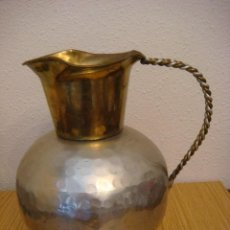 Antigüedades: JARRA METALICA EN COLOR DORADO LATON Y PLATEADO (#). Lote 176756099