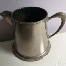 Antigüedades: ANTIGUA JARRA DE METAL. PARA CALENTAR LECHE. 10 CM ALTO. MARCA INFERIOR. Lote 176758592