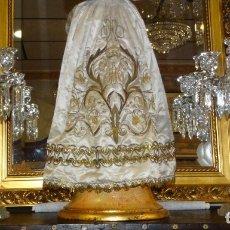 Antigüedades: BACCARAT, CANDELBROS DE CUATRO BRAZOS DE LUZ, CRISTAL MODELADO Y ESMERILADO. Lote 176764864
