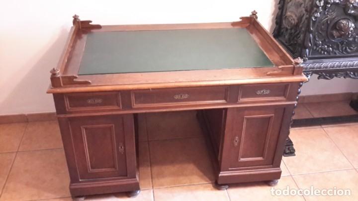 Antigüedades: Fantástico escritorio / despacho castellano con cuero - Foto 2 - 176781442