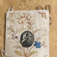 Antigüedades: ANTIGUO ESCAPULARIO VIRGEN DEL CARMEN, DE SEDA NATURAL BORDADA. Lote 176781527