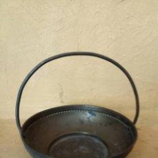 Antigüedades: BANDEJA ANTIGUA DE METAL. Lote 176781552
