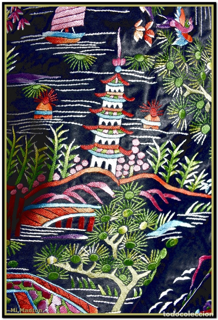 Antigüedades: Mantón de manila negro chinesco con dibujos orientales raso de seda bordado a mano - Foto 4 - 174380234