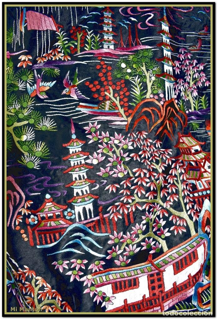 Antigüedades: Mantón de manila negro chinesco con dibujos orientales raso de seda bordado a mano - Foto 5 - 174380234