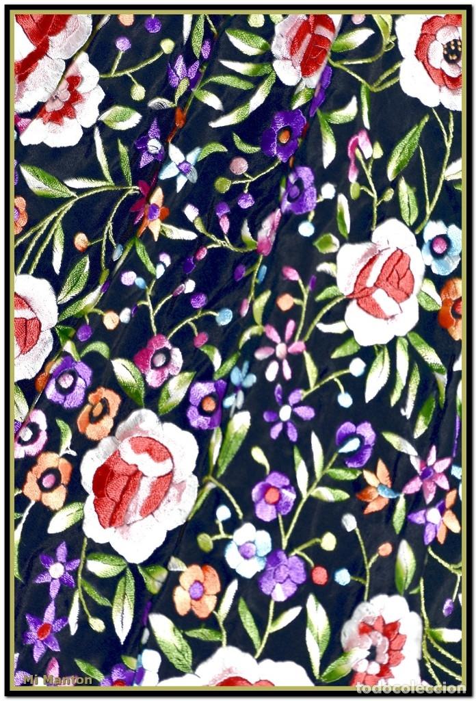 Antigüedades: Mantón de Manila seda bordado a mano 150 x 150 cm mas enrejado y fleco - Foto 3 - 176791502