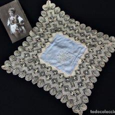Antigüedades: 99A PRECIOSO PAÑUELO DE SEDA Y BOLILLO CON NOMBRE ANITA PPS SXX. Lote 176805240