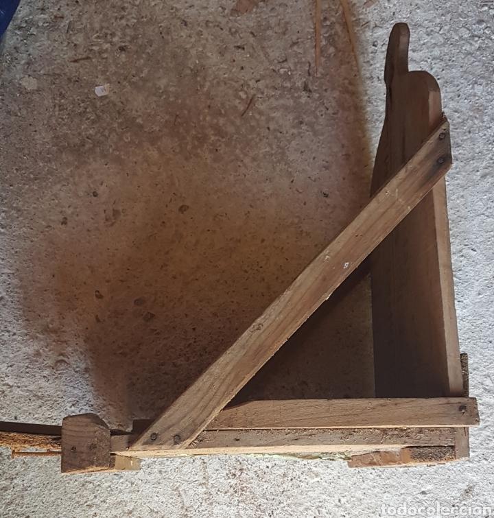 Antigüedades: Antiguo soporte para jaula perdiz tablas de la lechera - Foto 2 - 176805575