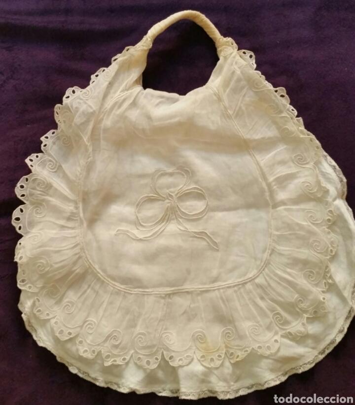 Antigüedades: Bolso de bebé siglo XIX con puntillas , encajes y motivo central con Ángel. - Foto 4 - 176827709