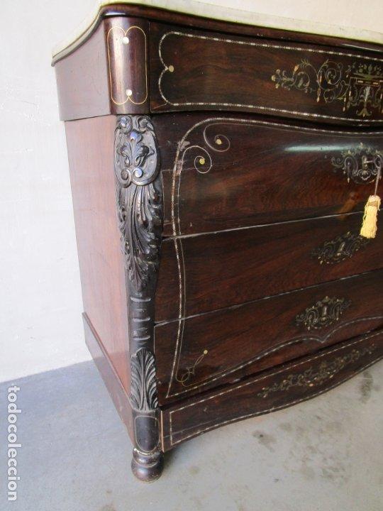 Antigüedades: Antigua Cómoda Bombeada, isabelina - Madera Jacarandá - Marquetería en Latón - S. XIX - Foto 8 - 176834147