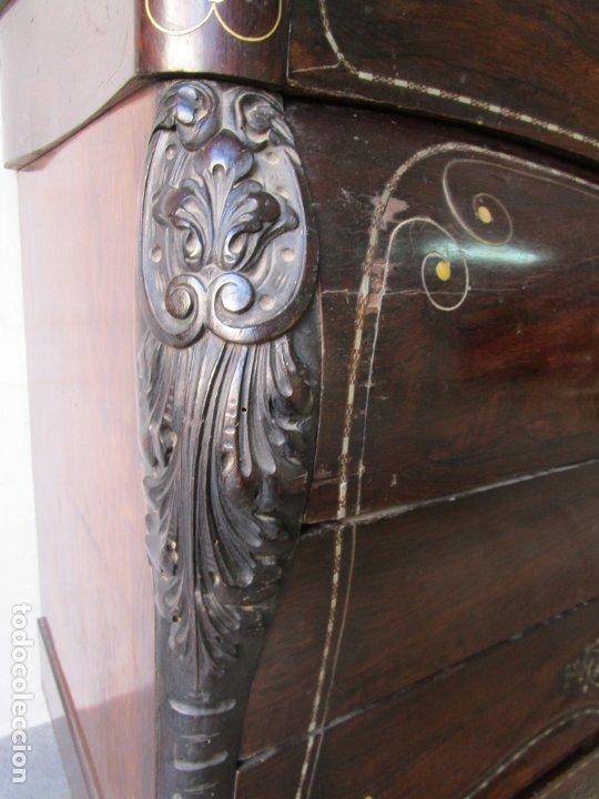 Antigüedades: Antigua Cómoda Bombeada, isabelina - Madera Jacarandá - Marquetería en Latón - S. XIX - Foto 10 - 176834147