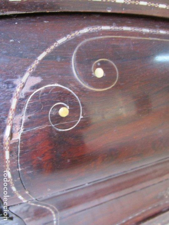 Antigüedades: Antigua Cómoda Bombeada, isabelina - Madera Jacarandá - Marquetería en Latón - S. XIX - Foto 20 - 176834147