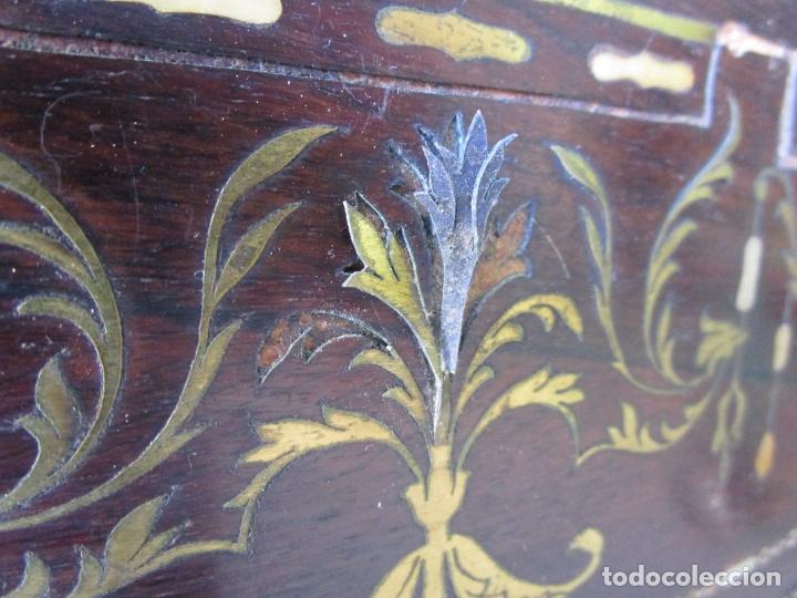 Antigüedades: Antigua Cómoda Bombeada, isabelina - Madera Jacarandá - Marquetería en Latón - S. XIX - Foto 25 - 176834147