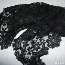 Antigüedades: ANTIGUA MANTILLA DE TRES PICOS. NEGRA CHANTILLY. Lote 176846727