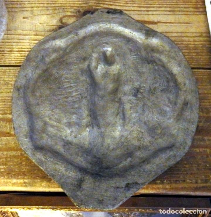 Antigüedades: PALOS DE LA FRONTERA, ANTIQUISIMO PLAFON NTRA.SRA. DE LOS MILAGROS,20X25 CMS, PESO 1,20 KGS - Foto 2 - 176852690