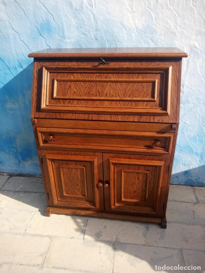 Antigüedades: Antiguo escritorio de madera,con 2 puertas cajón,y departamentos en el interior. - Foto 2 - 176863207