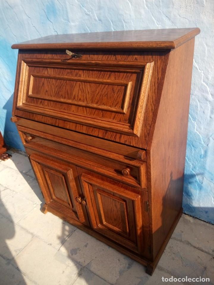 Antigüedades: Antiguo escritorio de madera,con 2 puertas cajón,y departamentos en el interior. - Foto 3 - 176863207