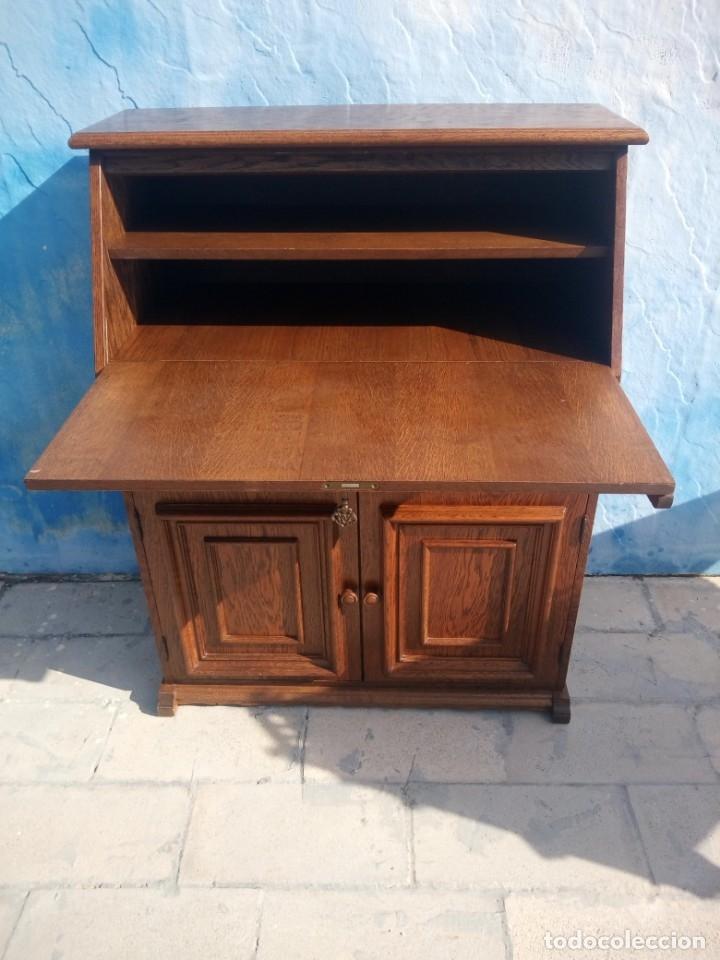 Antigüedades: Antiguo escritorio de madera,con 2 puertas cajón,y departamentos en el interior. - Foto 4 - 176863207
