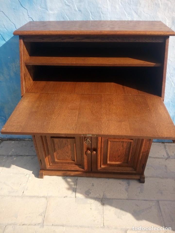 Antigüedades: Antiguo escritorio de madera,con 2 puertas cajón,y departamentos en el interior. - Foto 5 - 176863207