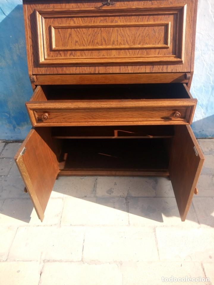 Antigüedades: Antiguo escritorio de madera,con 2 puertas cajón,y departamentos en el interior. - Foto 6 - 176863207