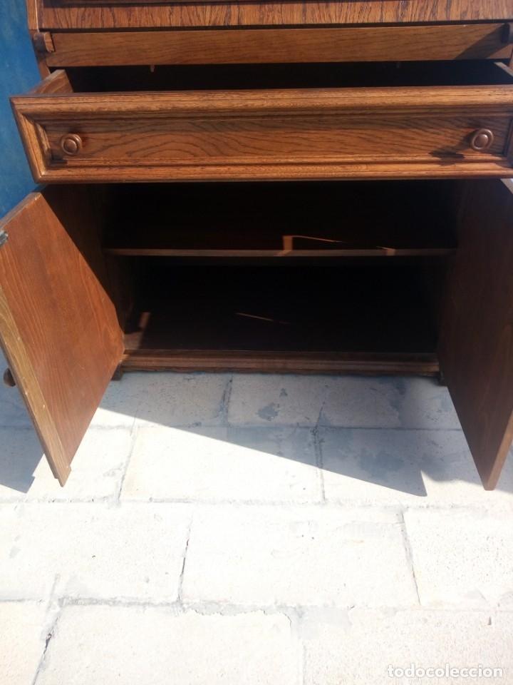 Antigüedades: Antiguo escritorio de madera,con 2 puertas cajón,y departamentos en el interior. - Foto 7 - 176863207